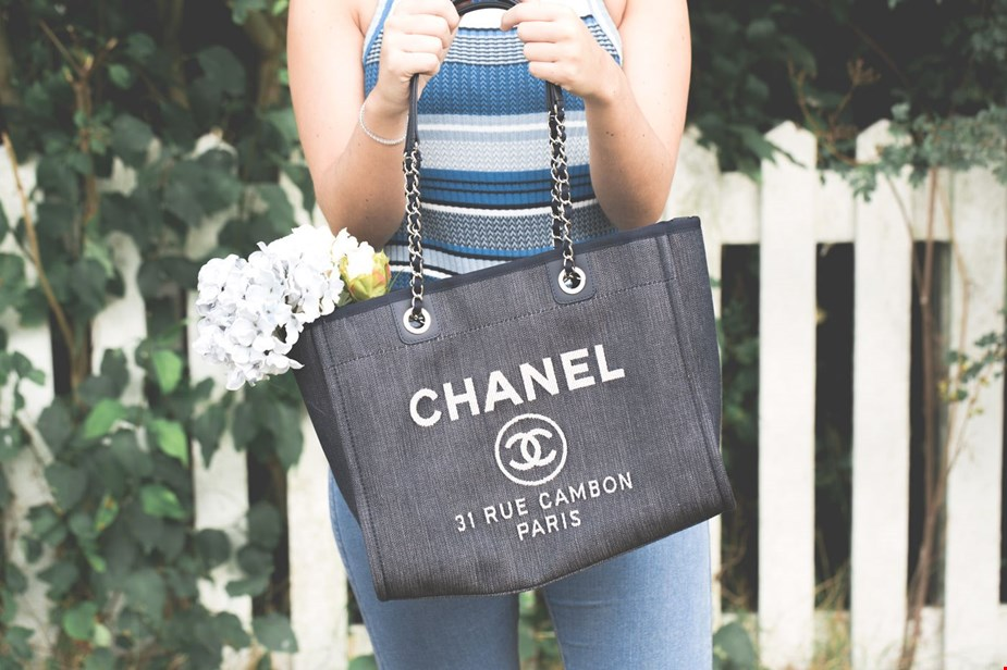 f4d2ffb93ff4 Pre-Owned Chanel Deauville Tote Denim: Spotlight On   Handbags   Xupes