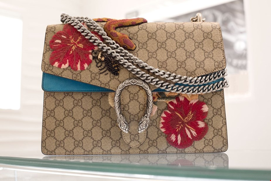 249ef71275a866 WHAT FITS: Pre-Loved Gucci Dionysus GG Supreme | Handbags | Xupes