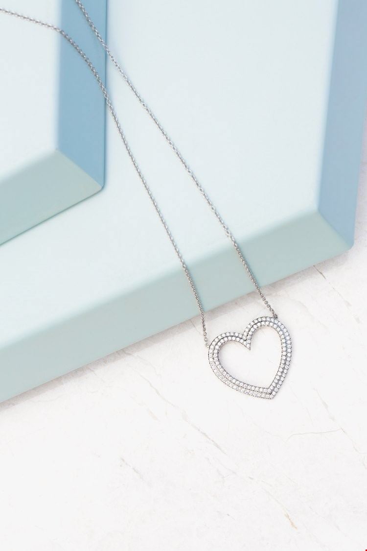Tiffany & Co. Platinum 0.50ct Diamond Heart Metro Necklace designed by paloma picasso