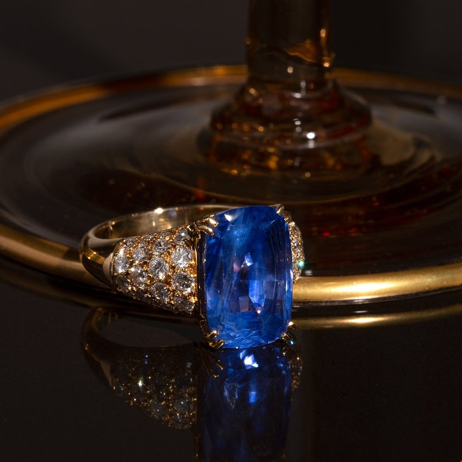 Van Cleef and Arpels 18k yellow gold ceylon sapphire and diamond cocktail ring