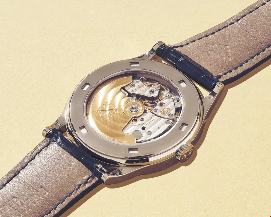 close up of pre owned patek philippe calatrava 5296g  movement