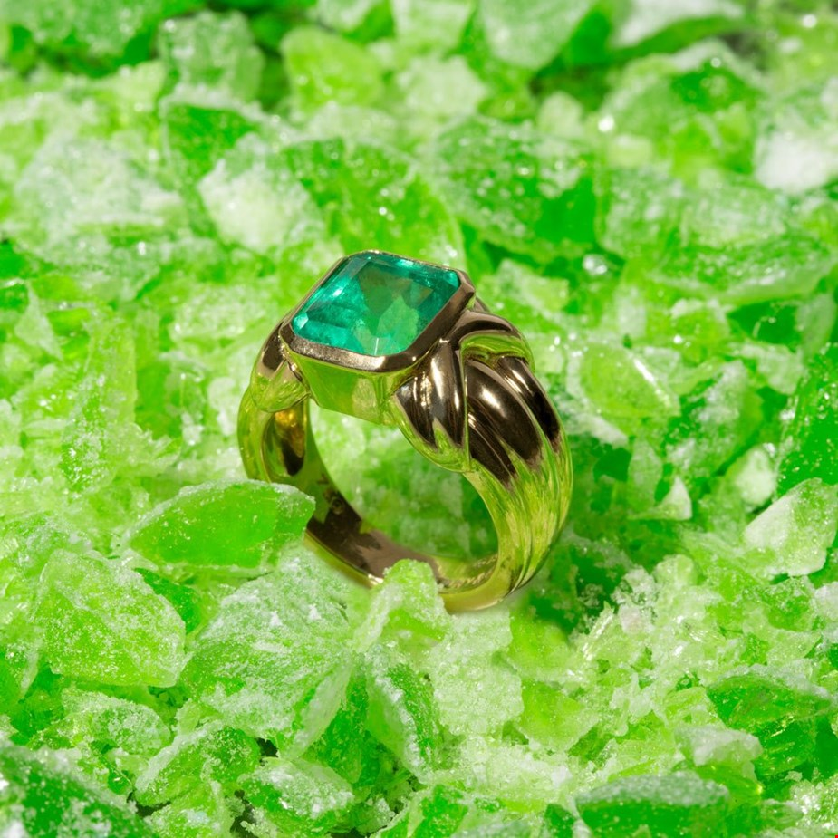 Tiffany & Co. YELLOW GOLD COLOMBIAN EMERALD COCKTAIL RING